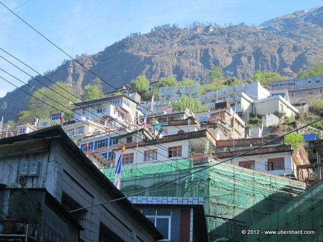 Zangmu, first Tibetan town after the border is build right into the mountain...<br />